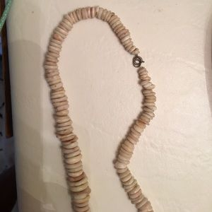 Jewelry - Pucca shell necklace