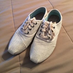 Toms 8.5 Tennis shoes