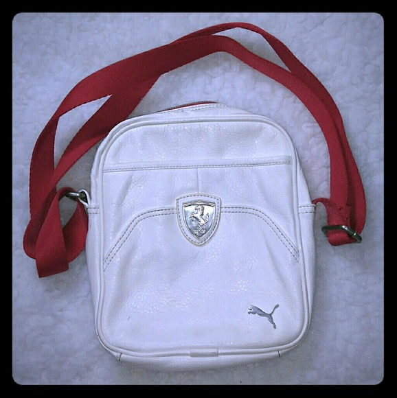 8d90ae4063 Puma Ferrari shoulder or crossbody bag. M_59c2a3404e95a35d1f017873