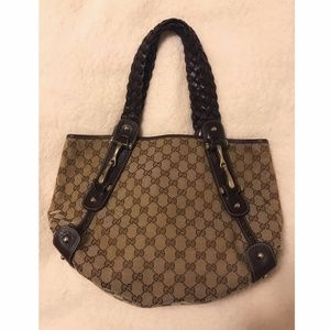 Gucci Pelham Horsebut Hobo Bag