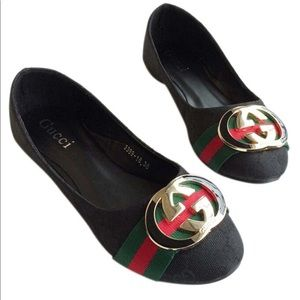 Gucci logo flats. Not sure of authenticity