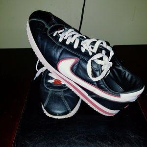 Vintage Mens Nike Cortez '72 Size (11.5). NICE