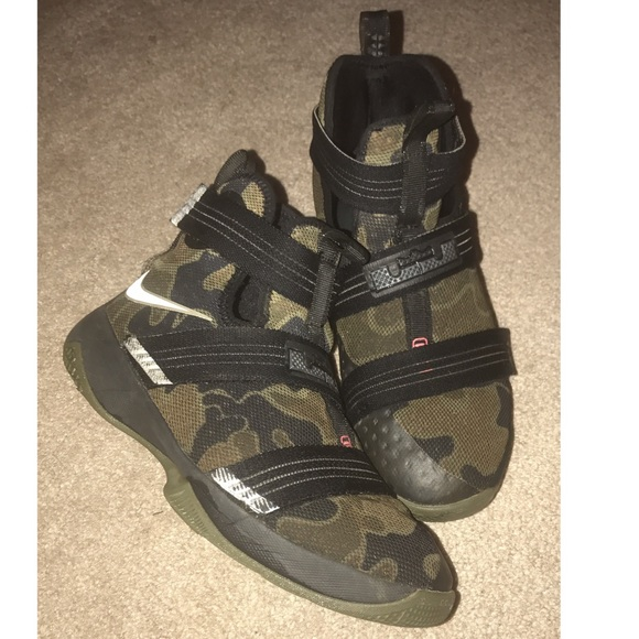 brand new f0b6a 95b0c Youth Nike Lebron Soldier 10 Camo Size 6Y