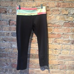 lululemon athletica Pants - Lululemon black crop legging, sz 4, 54406