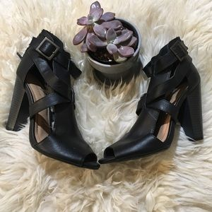 NWOT Strappy Vegan Leather Cage Heel