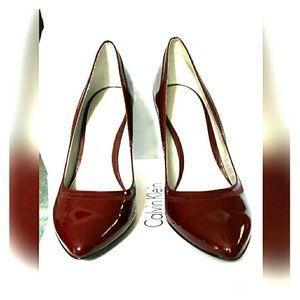 Calvin Klein burgundy patent pump 7m