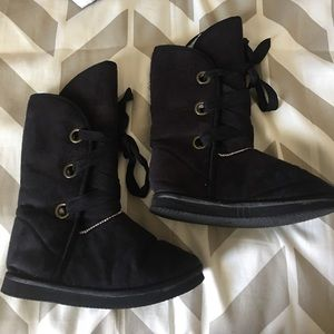 Simple cute and comfy lace up Ugg like boots!