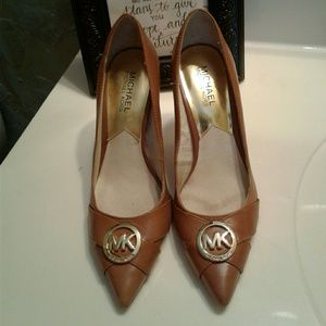 Michael Kors logo pointed toe heels 6.5