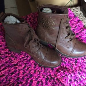 New Tifany bare traps size 6 1/2 M ,boots