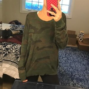 URBAN OUTFITTERS ARMY SWEATER SIZE LARGE