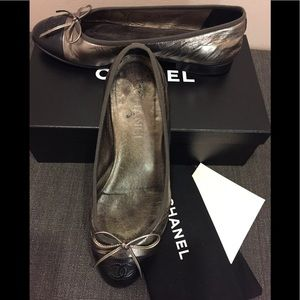 "Genuine Chanel ballets in black/""khaki"" metallic"