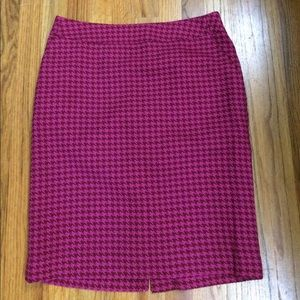 Pink check skirt with front pockets - size 10