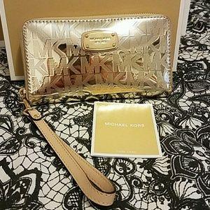 Michael Kors Lg Wallet /Wristlet