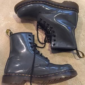 Dr. Martens gray patent lamper leather boots!