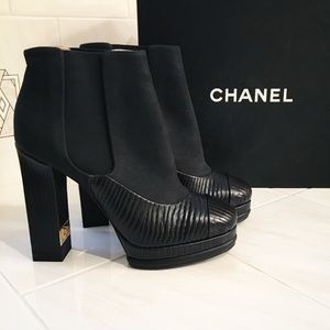 Chanel / black heeled booties