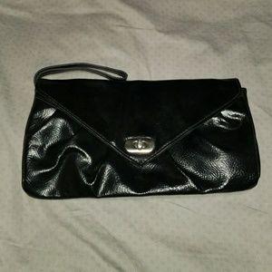 Handbags - Classy 👛Black Wristlet clutch!
