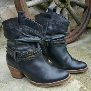 """Steve Madden """"Tanner """" Leather Boots"""