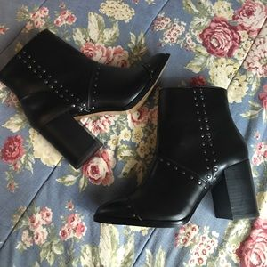 REPORT Black Ankle Booties