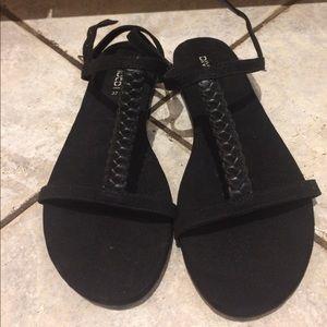 Divided black sandals