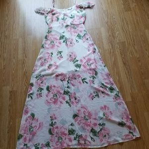 Dresses & Skirts - Floral maxi dress size medium NWOT