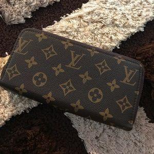 LV Zippy Wallet 😍