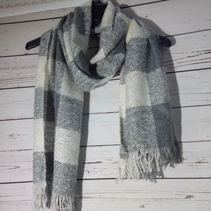 SOFT AND COZY WHITE/GREY BUFFALO CHECK SCARF