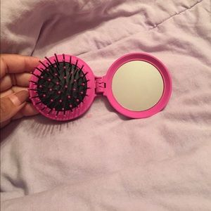 Pink foldable brush