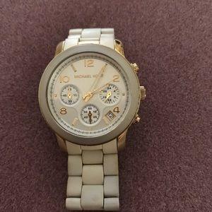 Michael Kors Runway 5145 Watch