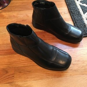Women's cute ankle booties size 9W