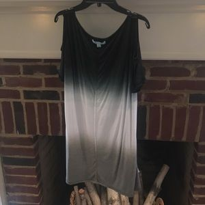This an ombré cold shoulder tunic