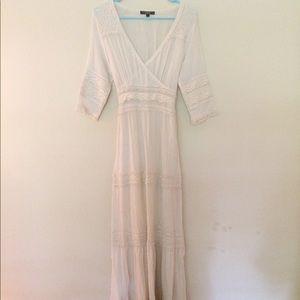 🌻 Lacey cream maxi dress