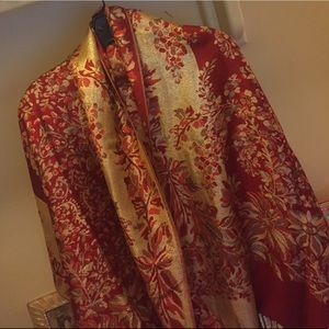 Accessories - Scarf • One size • Pashmina • Red/Gold in Color •