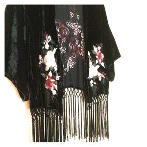🌺 flower embroidered black velvet short kimono