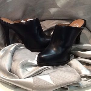 Ibiza black mules in size 8 all leather like new