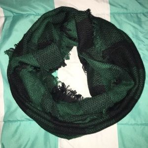 Plaid Infinity Scarf Green/Black