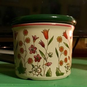 Retired Longaberger Mothers day crock with lid