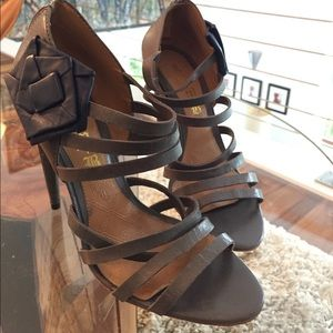 L.A.M.B strappy grey heels w/ blue flower. Sz 9