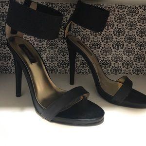 Size 7 Dollhouse heels