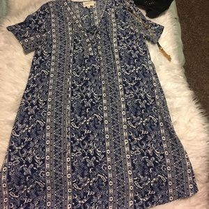BLUE AND WHITE EVERLY DRESS BRAND NEW WITHOUT TAGS