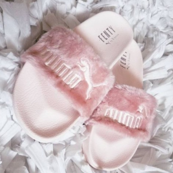 low priced beb2d 50021 Pink Fluffy FENTY PUMA Slide sandals 💕BRAND NEW💕 Boutique