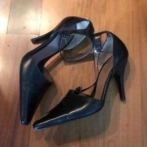 Gucci Black Ankle Strep heels size 7