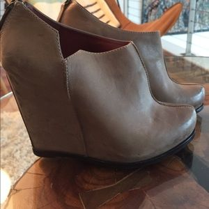 Luxury rebel brown leather wedge booties