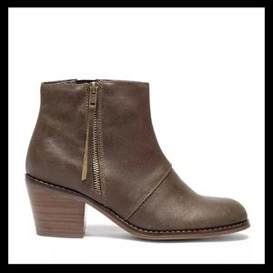 NIB Sole Society Ines Chelsea Leather Booties 7