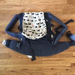 Ergobaby carrier in style marine