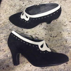NWOT AEROSOLES black white shoes