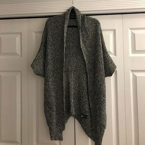 Short sleeve gray sweater
