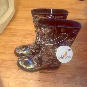 NWT sakroots boots!