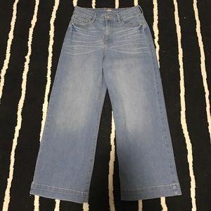 Never worn Old Navy sz2 crop jeans