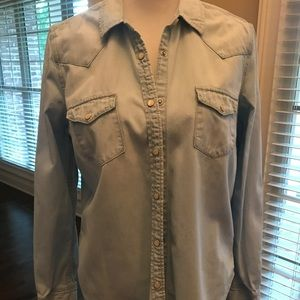Gap Chambray button up