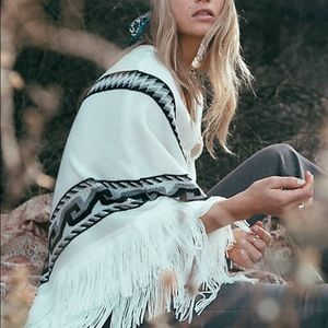 ✨ Free People North Country Fringe Poncho ✨